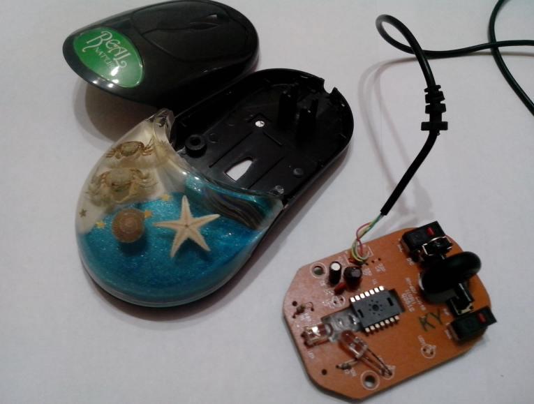 Вскрываем корпус мышки